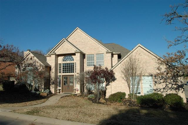 800 Woodhaven Dr, Lewisville, TX