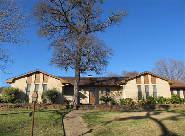321 Woodbrook Dr, Desoto, TX