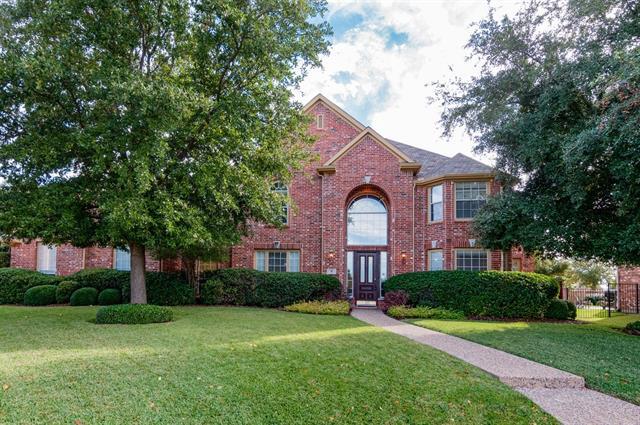 8 Ridgewood Dr, Roanoke, TX