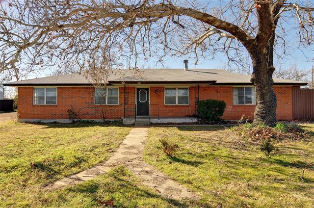 1067 N Main St, Springtown, TX
