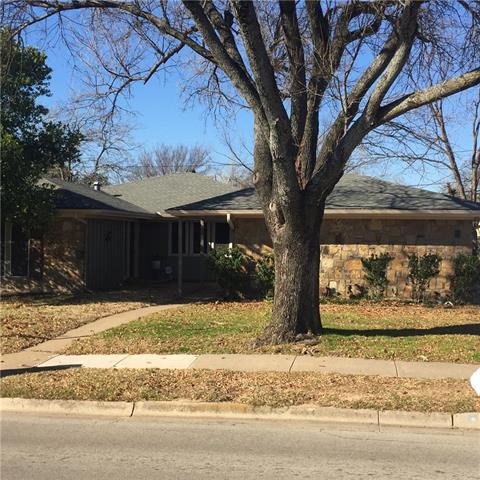 1717 Brown Trl, Hurst, TX