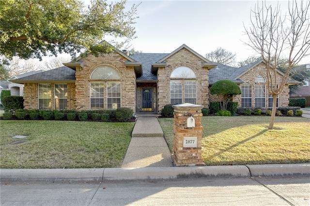 2877 Oakbriar Trl, Fort Worth TX 76109