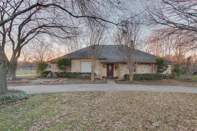 407 Shadowwood Trl, Red Oak, TX