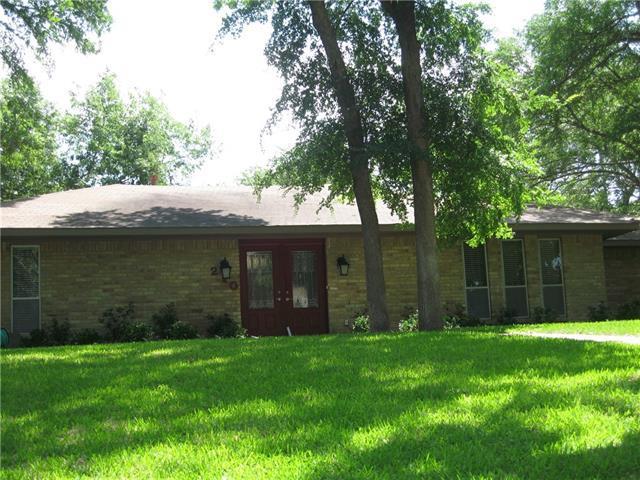 210 Creekwood Dr, Lancaster, TX