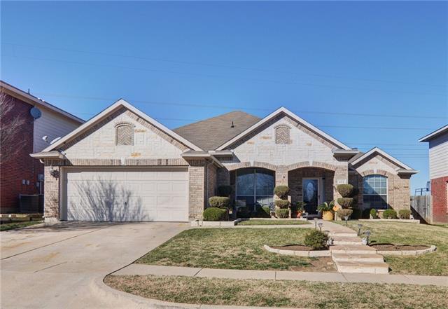 415 Kingfisher Ln, Arlington, TX