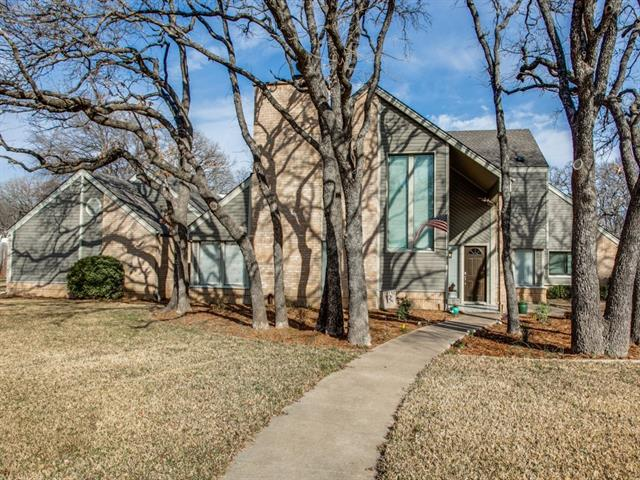 215 Inverness Dr, Roanoke TX 76262