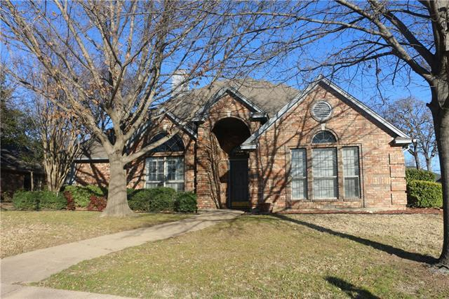 7336 Holiday Ln, North Richland Hills, TX
