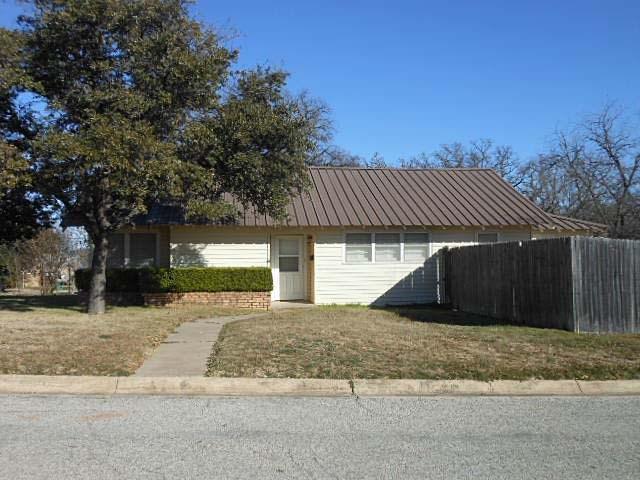 810 W Valley St, Eastland, TX