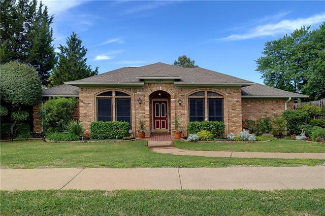 1024 Clear View Dr, Bedford, TX