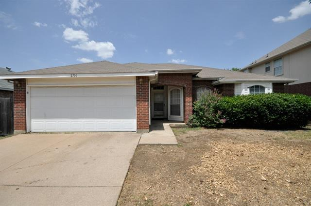 2700 Forest Creek Dr, Fort Worth, TX