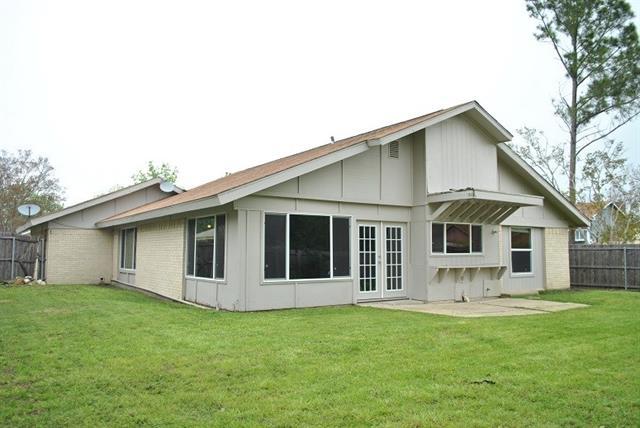813 Padre Ct, Grand Prairie, TX