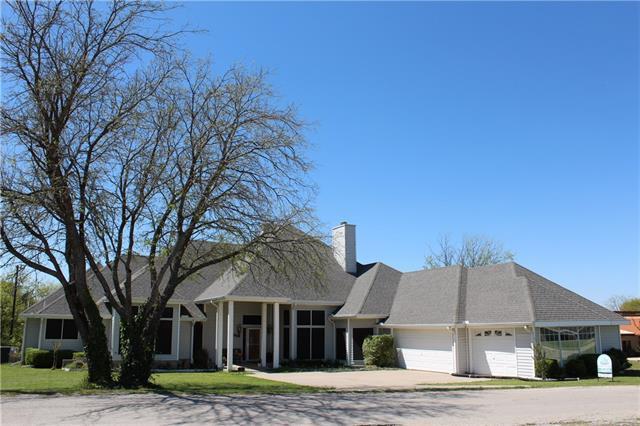 137 Oakview Rd, Gainesville, TX