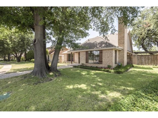904 Country Club Ln, Fort Worth, TX