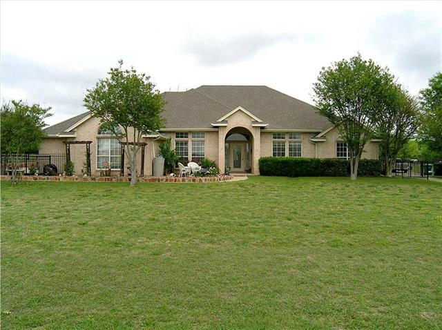 406 Country Ridge Ln, Red Oak, TX
