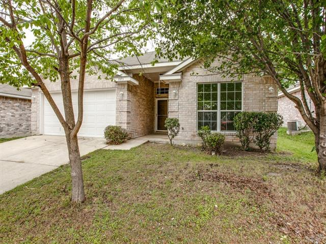 5573 Spring Ridge Dr, Fort Worth, TX