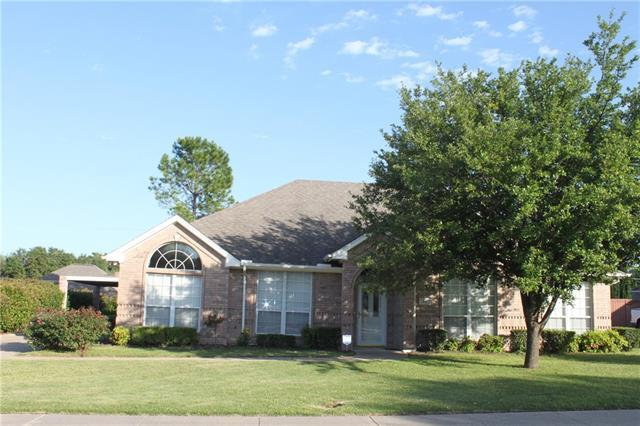 413 Shelby Dr, Burleson TX 76028