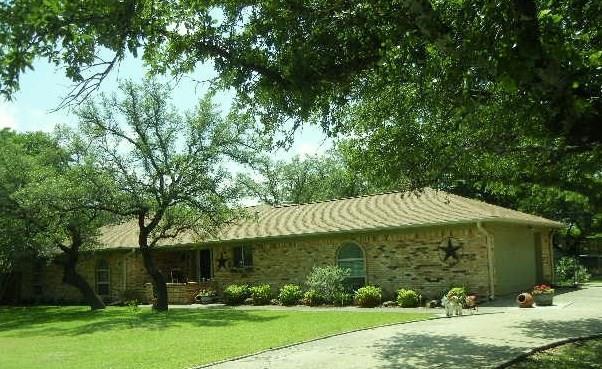 708 Kings Gate Rd, Weatherford, TX