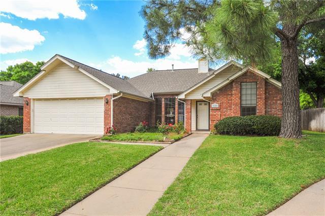 2205 Hunter View Ct, Arlington TX 76013