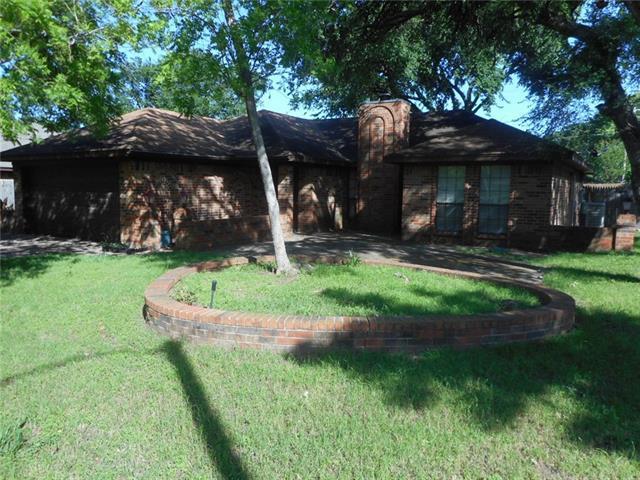 120 NE Shady Oaks Dr, Burleson TX 76028