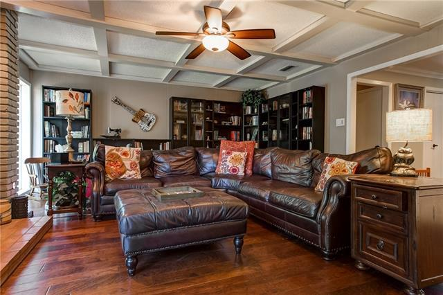 3821 Candlelite Ct, Fort Worth TX 76109