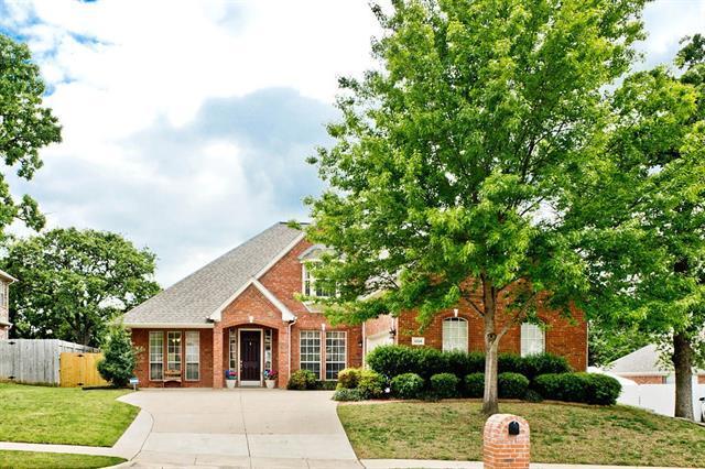 1004 Crestview Dr, Bedford, TX
