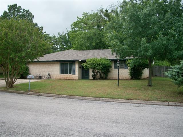 506 Gallia St, Bowie, TX