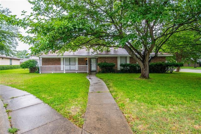 861 Oakbluff Dr, Lancaster, TX