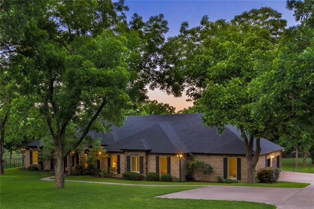8709 Claremont Dr, Granbury, TX