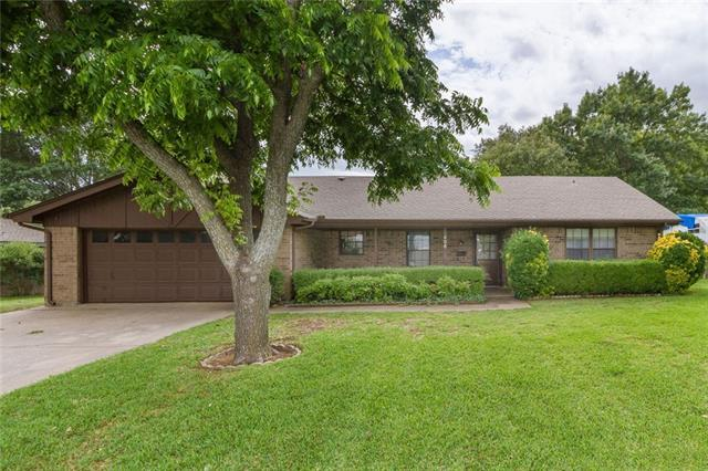 406 Rolling Hill Dr, Cleburne, TX