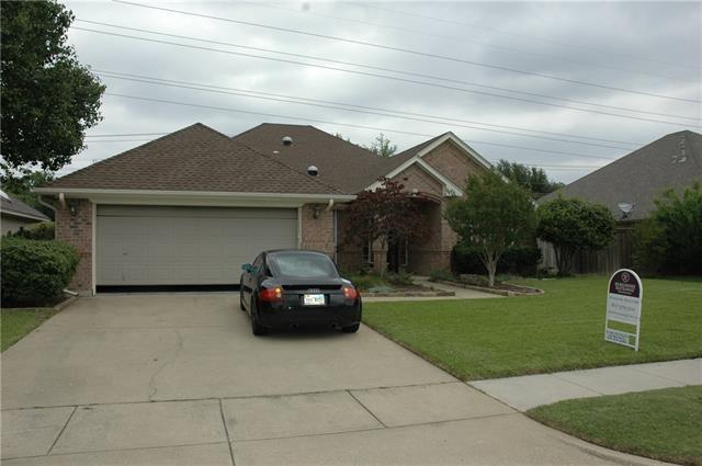 488 Shade Tree Cir, Hurst, TX