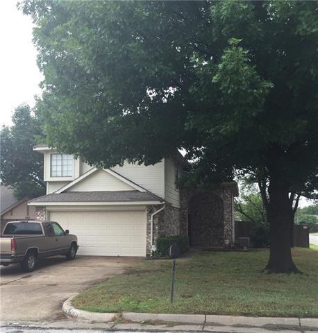 2201 Chapel Downs Dr, Arlington, TX