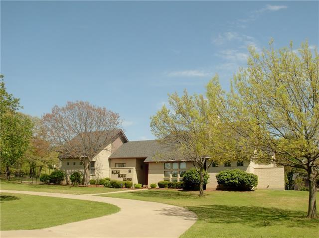2820 Donnybrook Dr, Burleson, TX