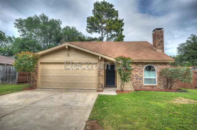 3224 Red Oak Ln, Bedford, TX
