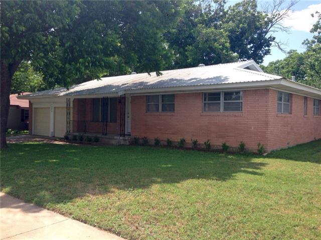 1302 Phillips St, Cleburne, TX