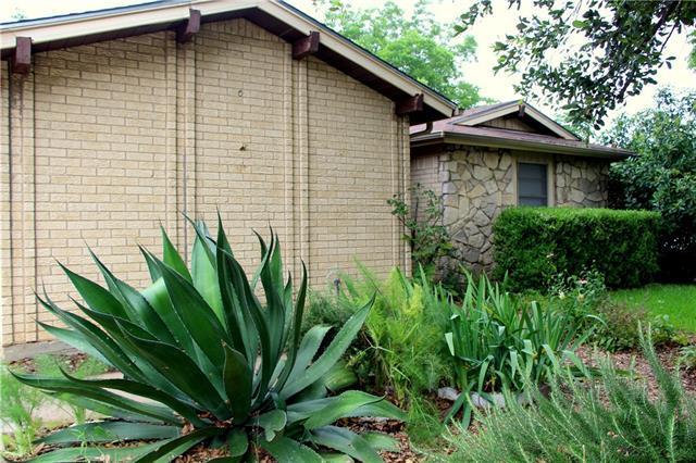 1607 Southmoor Dr, Arlington TX 76010