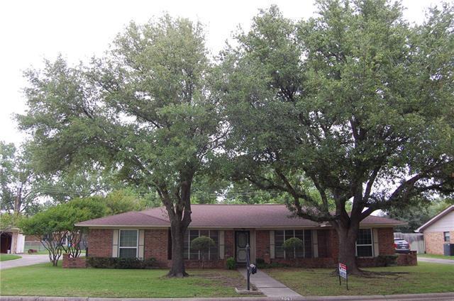 2007 Greenbriar Dr, Gainesville, TX