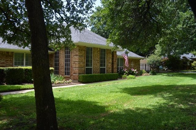 2032 Greenwood Ln, Roanoke, TX