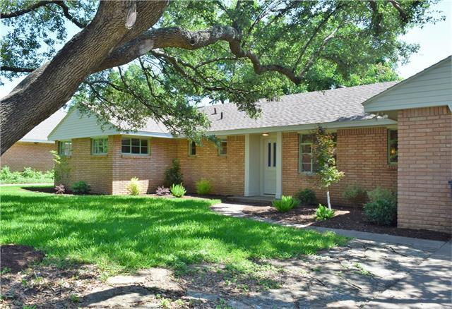4237 Selkirk Dr Fort Worth, TX 76109