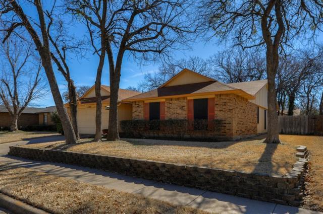 3800 Pinewood St, Bedford, TX 76021