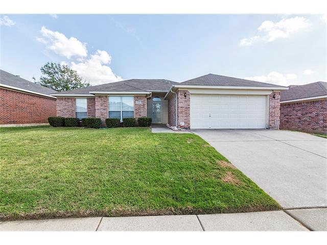 1110 Greenview Ln, Kennedale, TX 76060