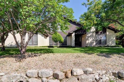 464 Meadowhill Dr, Benbrook, TX 76126