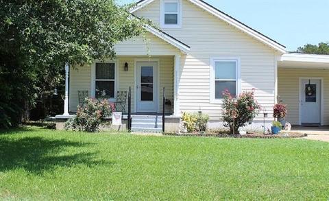 307 E Kempner St, Mabank, TX 75147
