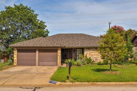 2605 Smouldering Wood Dr, Arlington, TX 76016