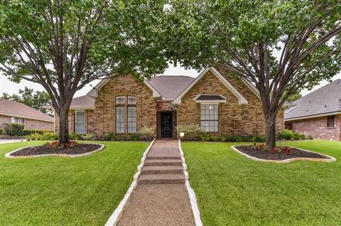 3729 Oak Cove Ln, Bedford, TX 76021