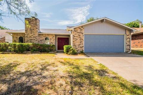 7720 Bermejo Rd, Fort Worth, TX 76112
