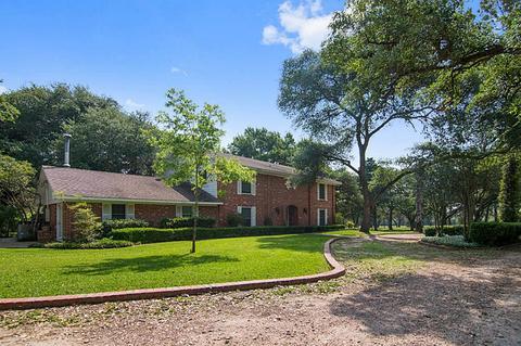 438 Marty Rd, Schulenburg, TX 78956