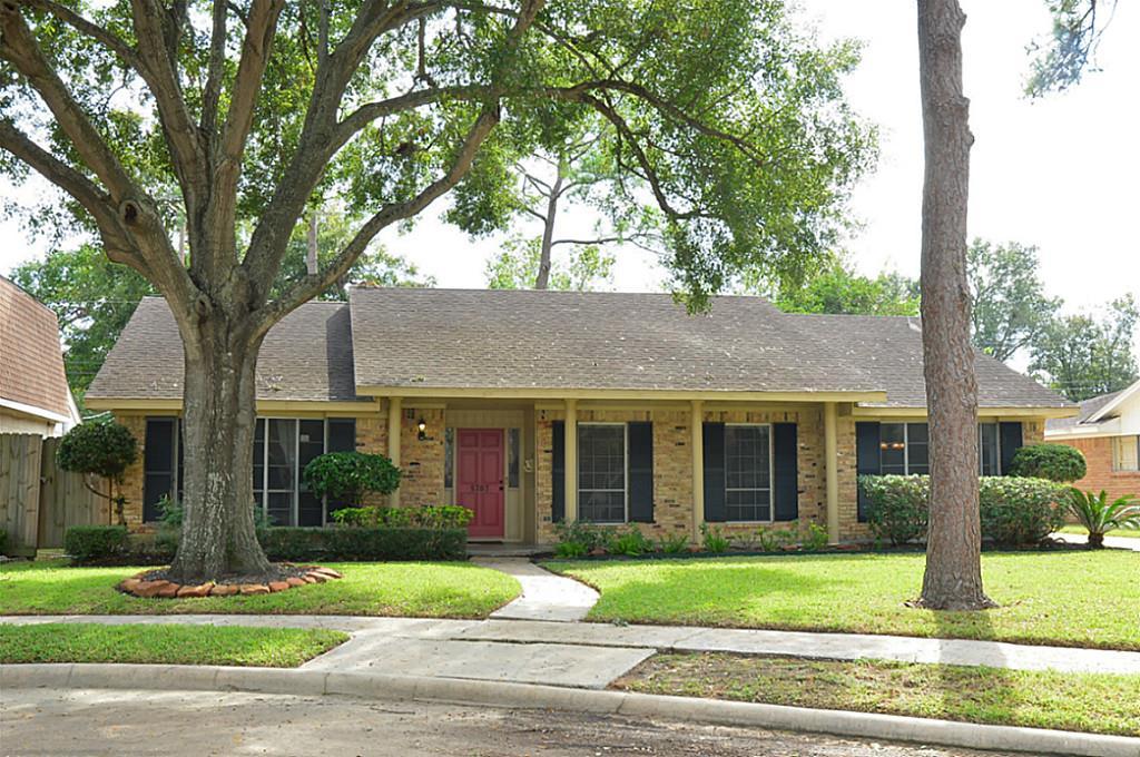 5707 Braesheather Dr, Houston, TX