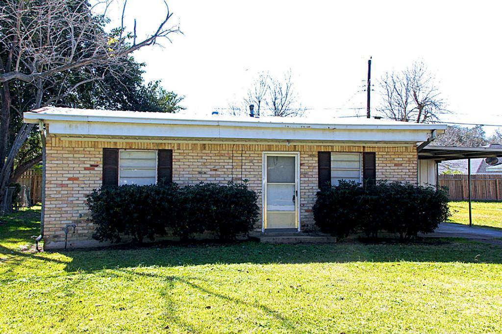 422 Breezy Ln, Wharton, TX