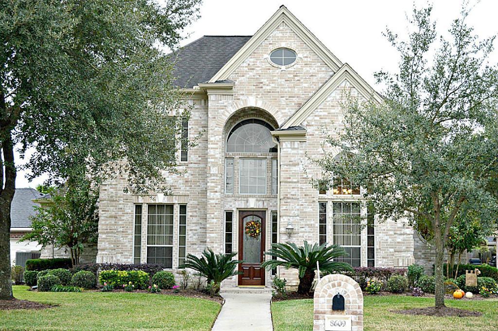 8609 Wyndham Village Dr, Houston, TX