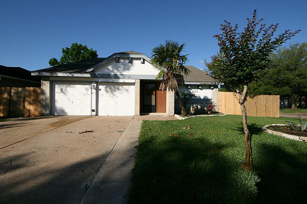 7702 Loro Linda Dr, Houston, TX